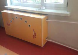 Zabudowa grzejnika w przedszkolu