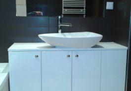 Szafka pod umywalką w łazience nowoczesna